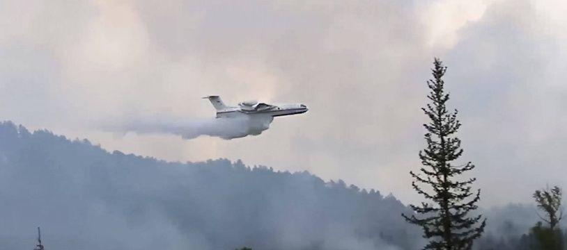 Les pompiers luttent contre les incendies en Sibérie, le 9 juillet 2020.