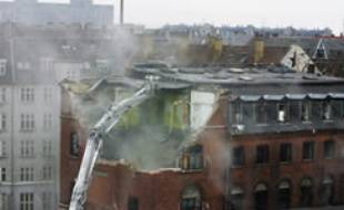 Destruction de la maison de jeunes à l'origine d'émeutes à Copenhague le 5 mars 2007.