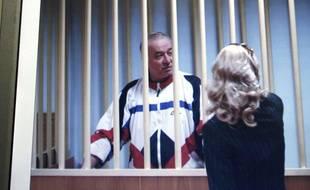 Selon la BBC, l'homme visé serait Serguei Skripal, un ex-colonel du renseignement militaire russe, photographié ici dans un tribunal de Moscou en 2006.