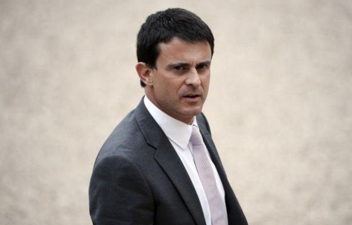 """Le ministre de l'Intérieur, Manuel Valls, a déclaré dimanche à l'AFP que Marseille était """"en très grande perdition"""" et que la réaction de son maire Jean-Claude Gaudin (UMP), réclamant que toute la ville soit classée en zone de sécurité prioritaire (ZSP), était placée """"sous le signe de la démagogie"""". – Lionel Bonaventure afp.com"""