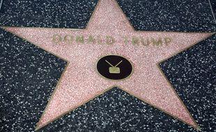 """L'étoile de Donald Trump sur le  """"Walk of Fame"""" à Hollywood est régulièrement vandalisée."""