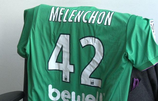 Maillot offert à Jean-Luc Mélenchon.