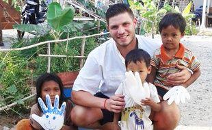 Maxime Thellier, lors de son séjour humanitaire au Cambodge.