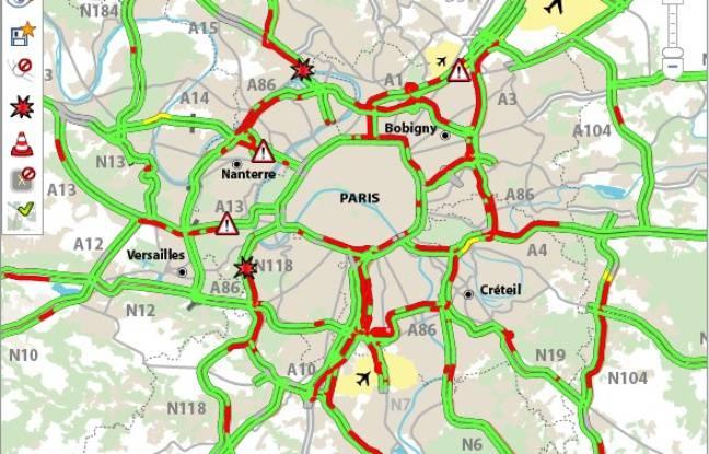 Le trafic en région parisienne et aux abords des aéroports est perturbé en raison d'une manifestation des chauffeurs VTC le 15 décembre 2016