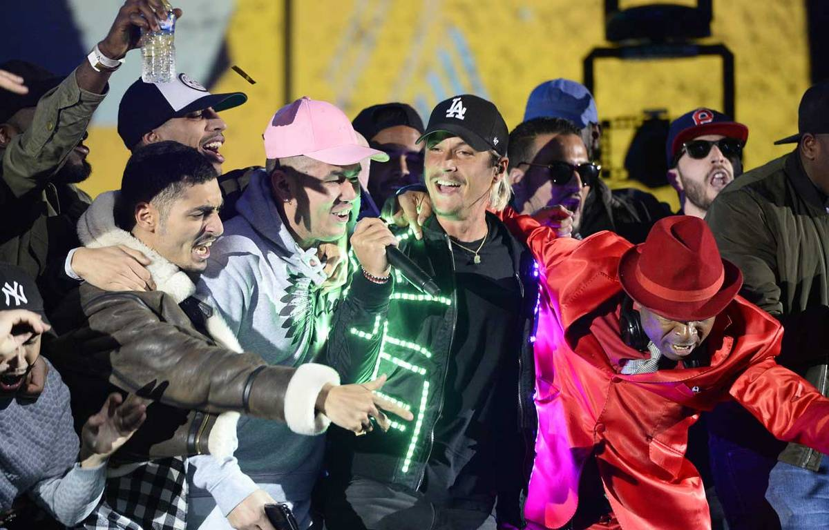 Nekfeu sur la scène des Victoires de la musique, le 12 février 2016 – BERTRAND GUAY / AFP