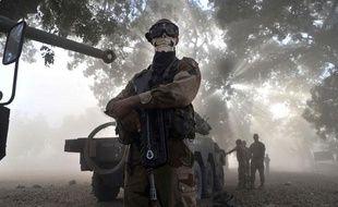 Un militaire français arborant un masque de tête de mort à Niono, au Mali, le 20 janvier 2013.