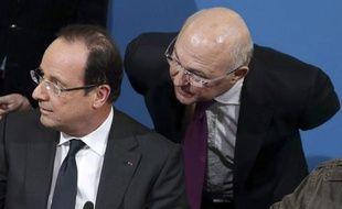 """Le président François Hollande a affirmé lundi à Blois que """"l'objectif"""" de la réforme de la formation professionnelle était de permettre """"qu'un chômeur sur deux se voie proposer une formation dans un délai de deux mois"""" après la perte de son emploi."""