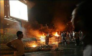 Le rationnement d'essence en Iran, entré en vigueur dans la nuit, a donné lieu à des actes de violence aux pompes à essence, devant lesquelles stationnaient mercredi matin des files interminables de voitures.