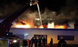 Une cinquantaine de pompiers est intervenue pour éteindre un incendie à Auzeville-Tolosane, dans la nuit du 8 au 9 septembre 2018.