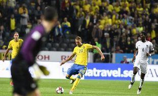 Ola Toivonen a inscrit un but du milieu de terrain suite à une mauvaise relance de Lloris, lors de Suède-France (2-1), le 9 juin 2017 à Solna.