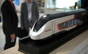 """Une maquette de train """"Coradia"""" à une exposition à Paris le 10 juin 2014"""