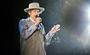 Bob Dylan sur la scène du Bayfront Festival Park, à Duluth (Etats-Unis), le 9 juillet 2013.
