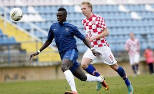 Le joueur français Benjamin Mendy (en bleu), lors d'un match amical de l'équipe de France des moins de 19 ans, contre la Croatie le 5 février 2013.