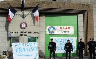 Manifestation devant la prison d'Aiton en Savoie, le 12 novembre 2015.