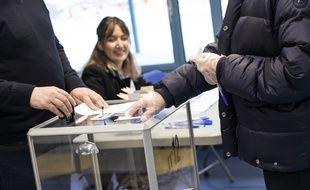 Un bureau de vote en France, le 15 mars 2020 pour les élections municipales.