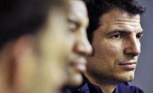 Les entraîneurs du XV de France ont retenu onze nouveaux joueurs pour la Tournée en Australie, où ils affronteront les Wallabies les 28 juin à Sydney et 5 juillet à Brisbane, et ont rappelé sept anciens, dont Sébastien Chabal, Pépito Elhorga et Mathieu Lièvremont.