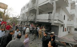 La façade de l'ambassade de France, mardi. Les riverains affirment avoir entendu deux explosions.