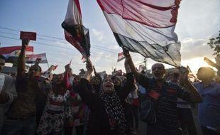"""La présidence égyptienne a rejeté mardi matin l'ultimatum de l'armée donnant 48 heures à Mohamed Morsi pour satisfaire les """"demandes du peuple"""" faute de quoi elle imposerait une feuille de route, marquant une escalade dans la crise politique où se trouve plongé le pays le plus peuplé du monde arabe."""