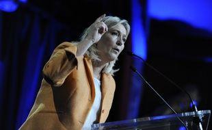 Marine Le Pen candidate FN aux elections regionales Nord-Pas-de-Calais-Picardie en meeting a Calais. Calais. Le 2 octobre 2015. Credit: Sarah ALCALAY/SIPA