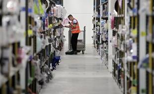 Dans l'entrepôt Amazon de Lauwin-Planque en 2013.
