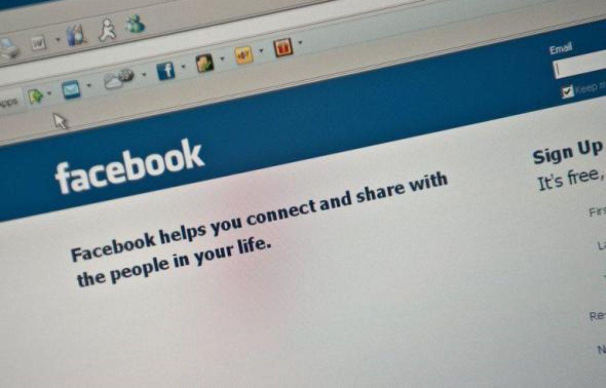 """La hiérarchie policière a récemment mis en garde les policiers pour l'usage des réseaux sociaux sur internet, comme Facebook ou Twitter, leur rappelant leurs """"obligations déontologiques"""" et de """"secret professionnel"""". – Nicholas Kamm AFP/Archives"""