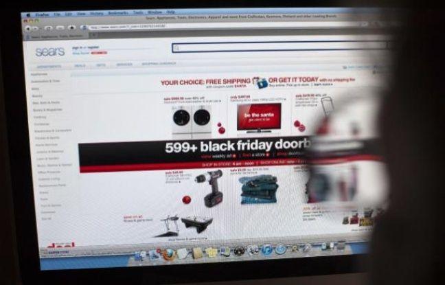 Un internaute devant un site d'e-commerce, le 26 novembre 2010.