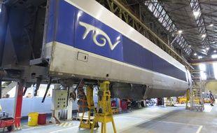 Un TGV en cours de rénovation au Technicentre de Lille-Hellemmes.