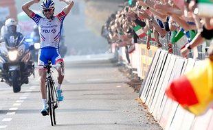 Thibaut Pinot savoure sa victoire dans la dernière ligne droite du Tour de Lombardie, remporté le 13 octobre 2018.