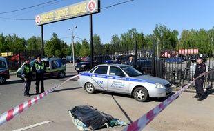 L'affrontement dans ce cimetière de Moscou a impliqué plusieurs centaines de personnes.