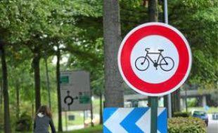 La bretelle est interdite aux vélos.