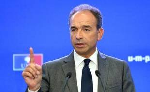 """Jean-François Copé, venu dans la Marne avec sa garde rapprochée faire campagne pour la présidence de l'UMP, a affiché mercredi sa confiance en l'issue de l'élection interne des 18 et 25 novembre, assurant sentir """"une dynamique"""" en sa faveur."""