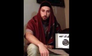 Abdel Malik Petitjean (image issue de la vidéo où lui et Adel Kermiche prêtent allégeance à Daesh).