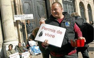 Les associations dénoncent une «déclaration de guerre» pour les personnes les plus pauvres.