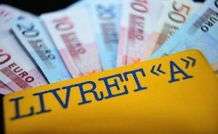 Le ministre de l'Economie et des Finances Pierre Moscovici a annoncé dimanche que le relèvement du plafond du livret A et du livret de développement durable sera effectif au 1er octobre.