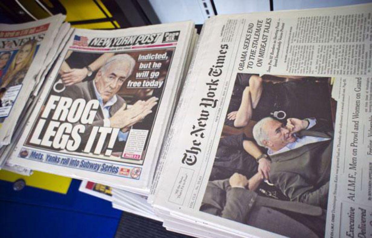 DSK à la une des médias américains. La une du New York Post (la grenouille prend ses jambes à son cou) et celle du New York Times, le vendredi 20 mai 2011. – RICHARD B. LEVINE/NEWSCOM/SIPA