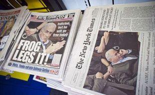 DSK à la une des médias américains. La une du New York Post (la grenouille prend ses jambes à son cou) et celle du New York Times, le vendredi 20 mai 2011.