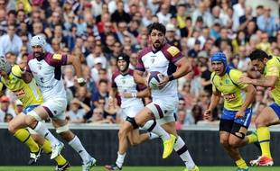 Bordeaux's French centre Felix Le Bourhis runs with the ball during the French Top 14 rugby union match between Union Bordeaux-Begles (UBB) and Clermont on October 4, 2014 at the Chaban-Delmas stadium in Bordeaux. AFP PHOTO / NICOLAS TUCAT
