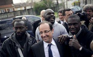 De Trappes, dans les Yvelines, à Aulnay-sous-Bois, en Seine-Saint-Denis, François Hollande a poursuivi samedi son marathon en banlieue -trois départements, cinq villes- pour mobiliser les quartiers et lutter contre l'abstention.