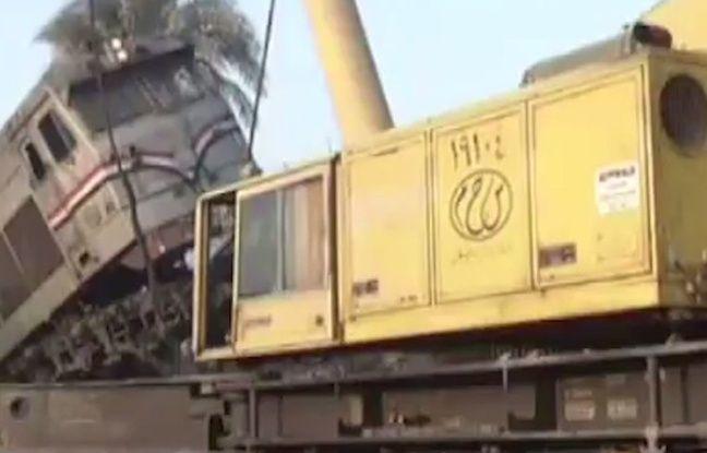 Un train déraille et se retrouve bloqué à plusieurs mètres du sol en Egypte le 11 février 2016