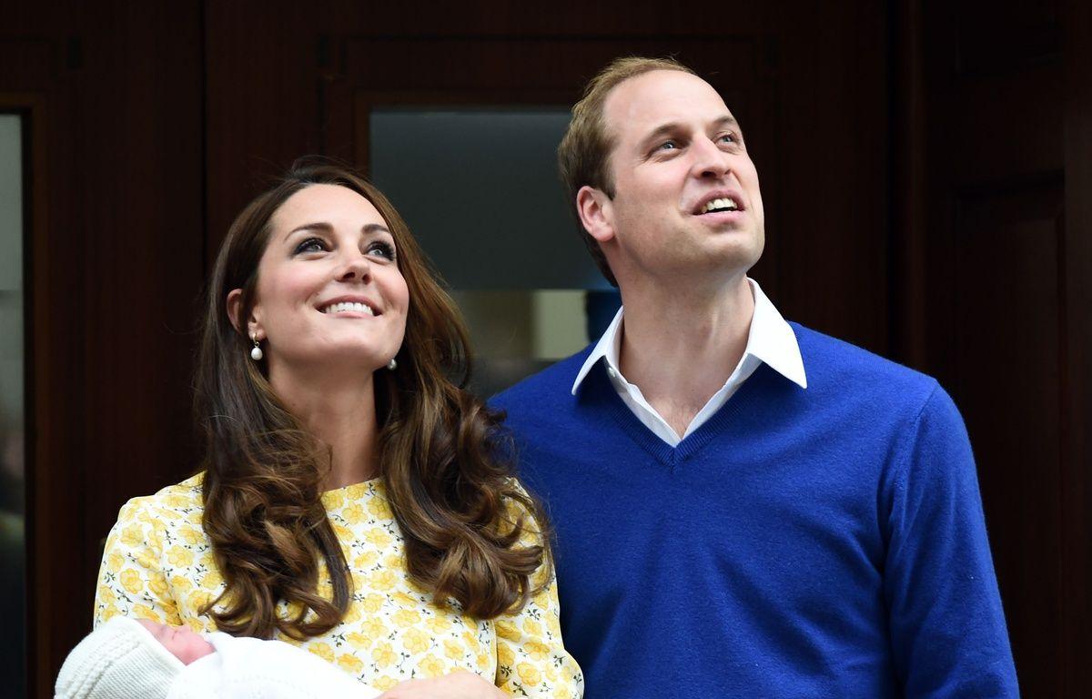 Kate, Charlotte et William, le 2 mai 2015, à Londres. – HUSSEIN ANWAR/SIPA