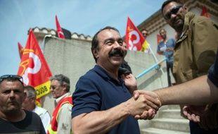Le secrétaire général de la CGT Philippe Martinez à l'usine pétrochimique de Martigues, dans le sud de la France, le 11 juin 2016