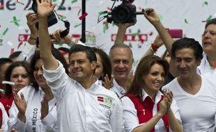 Le candidat du Parti révolutionnaire institutionnel (PRI) Enrique Peña Nieto, favori de l'élection présidentielle mexicaine dimanche, a conclu mercredi sa campagne à Toluca, dans son fief de l'Etat de Mexico, en promettant sécurité et croissance économique.