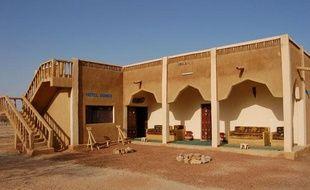 Photo non datée de l'hôtel Dombia, à Hombori, bourg du nord-est du Mali, où ont été enlevés deux Français le 24 novembre 2011.