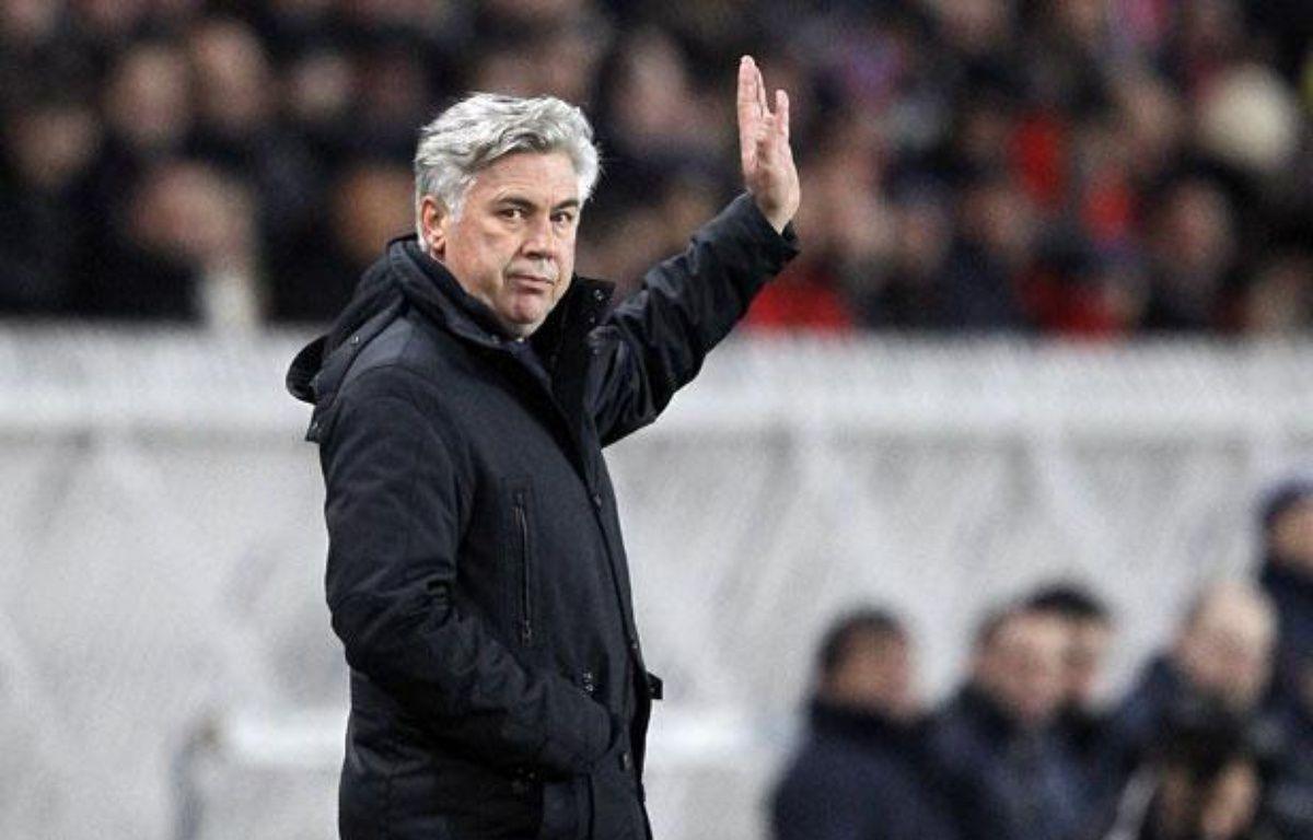 CarloAncelotti, l'entraîneur du PSG, le 15 janvier 2012, au Parc des princes, lors d'un match contre Toulouse. – PATRICK KOVARIK / AFP