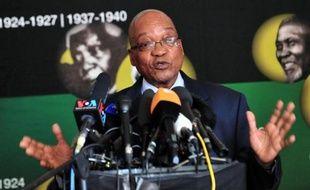 Nelson Mandela, premier président noir d'Afrique du Sud, est victime d'une infection pulmonaire à répétition, séquelle probable de ses 27 années d'incarcération sous le régime raciste de l'apartheid contre lequel il guidé la lutte.