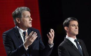 Vincent Peillon et Manuel Valls lors du deuxième débat de la primaire du PS, le 15 janvier 2017.