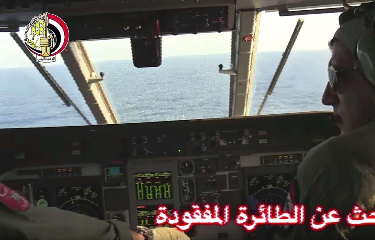 Un avion égyptien participe aux recherches du vol EgyptAir disparu, le 19 mai 2016. – Uncredited/AP/SIPA