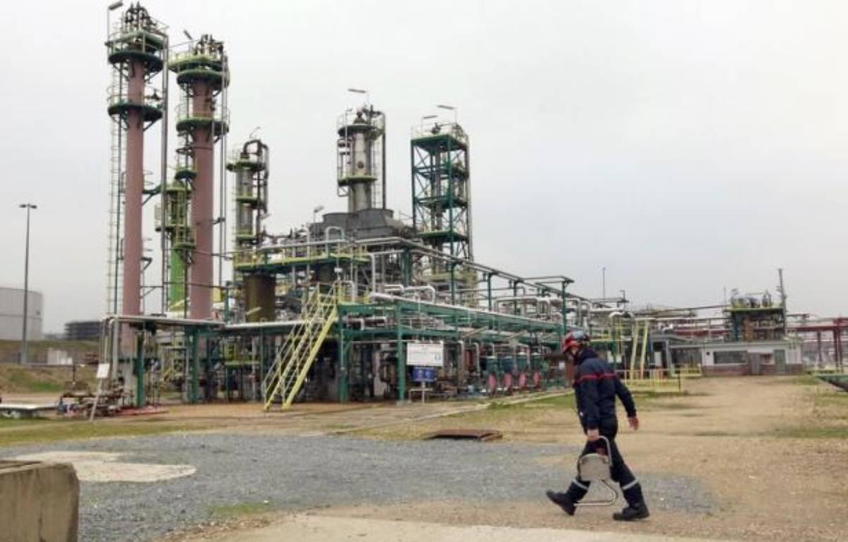 """Un contrat ponctuel de travail """"à façon"""" est en cours de finalisation avec le groupe pétrolier Shell pour redémarrer la raffinerie Petroplus de Petit-Couronne, près de Rouen, en redressement judiciaire, a-t-on appris lundi de source syndicale. – Kenzo Tribouillard afp.com"""