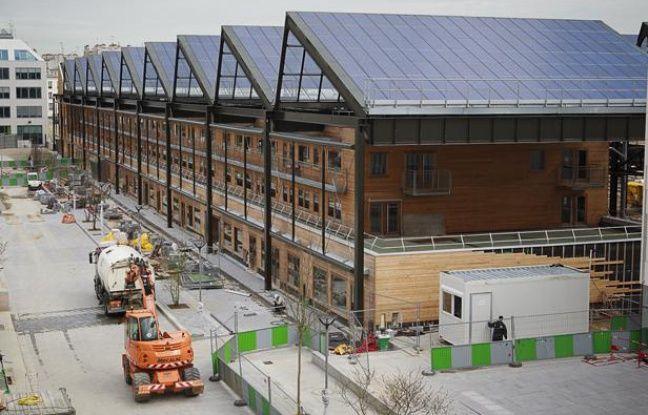 Illustration de la centrale photovoltaïque de la halle Pajol dans le 19e arrondissement de Paris. Elle a été inaugurée, le 15 avril 2013.