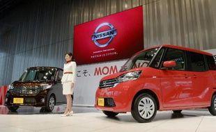 Deux modèles de la nouvelle Nissan Dayz-Roox sont présentés le 13 févirer 2014 à Tokyowhich goeson sale on Thursday throughout Japan. AFP PHOTO/Toru YAMANAKA